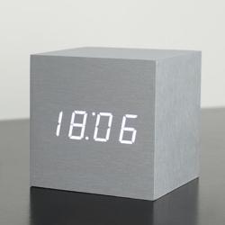 Vækkeur Gingko maxi cube click clock - alu