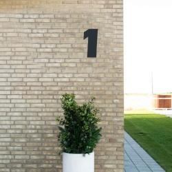 Image of   Sort husnummer 1 - 20 cm