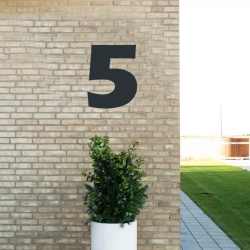N/A – Sort husnummer 5 - 40 cm fra fenomen
