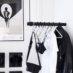 Wall swing sort læder og træ fra N/A fra fenomen