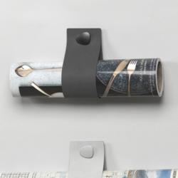 N/A – Wall sling i sort læder - magasinholder på fenomen