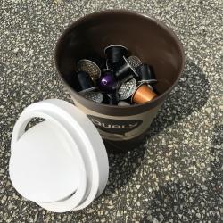 Papirkurv coffee bin i brun - mini fra N/A på fenomen
