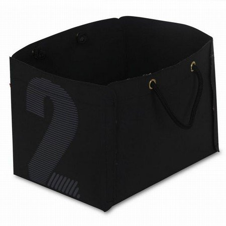 Avis holder i sort sejldug