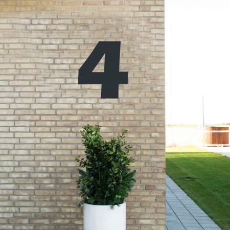 Sort husnummer 4 - 40 cm