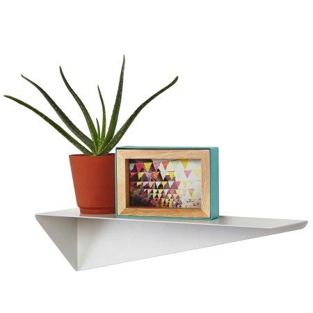 Hylde i hvid metal - Stealth shelf