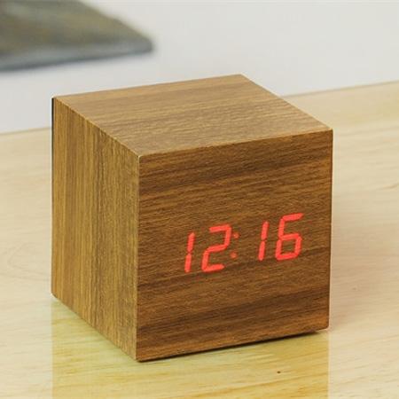Vækkeur - Cube Click Clock teak