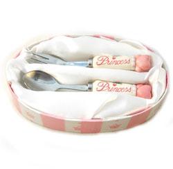 S�t med ske og gaffel - pige