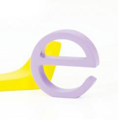 Bogstav e - lys lilla