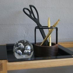 Pen-up blyantsholder - valnød/sort fra dot aarhus fra fenomen