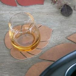 Image of   Glasbrikker læder LINDDNA blad - natur 4 stk