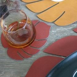 Image of   Glasbrikker læder LINDDNA blad - sienna rød 4 stk