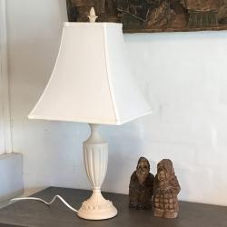 Lampe med hvid skærm fra house doctor på fenomen