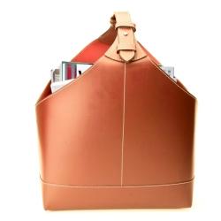 Magasinholder – cognac læder med hvide syninger