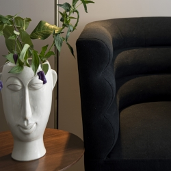 Image of   Blomster krukke med maske - hvid