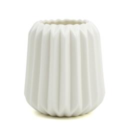 Image of   Høj riflet vase i hvid