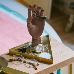 doiy The hand smykkeholder på fenomen