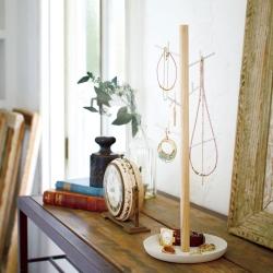 Tosca smykkeholder med grene fra yamazaki på fenomen