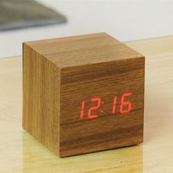 gingko – Vækkeur - cube click clock teak på fenomen