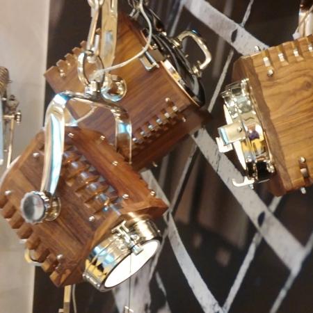 Loftlampe i træ - projektør